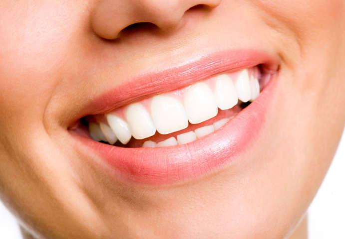 Blanqueamiento Es un tratamiento estético que tiene como objetivo reducir varios tonos el color clinica dental omega torremolinos