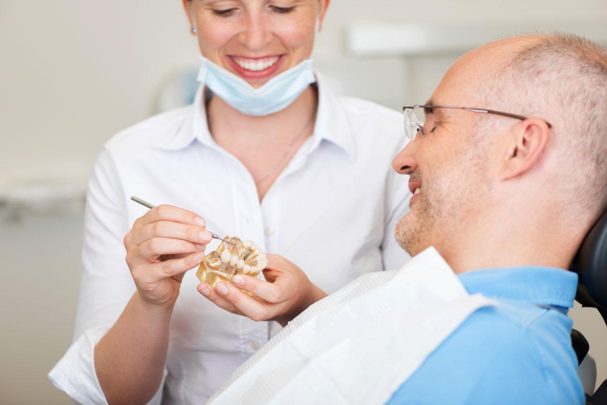 Carillas Es un tratamiento indoloro que consiste en colocar unas láminas clinica dental omega torremolinos