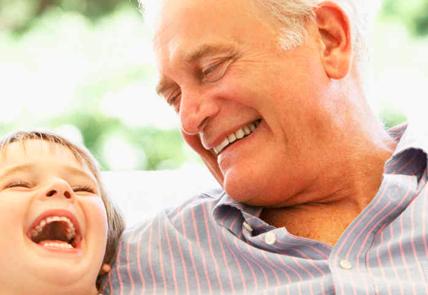 Prótesis Es un elemento artificial que repone las ausencias dentarías clinica dental omega torremolinos